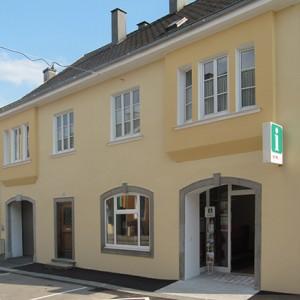 Außenansicht Informationsbüro Stadtmarketing PERG in der Dr.-Schober-Straße 10