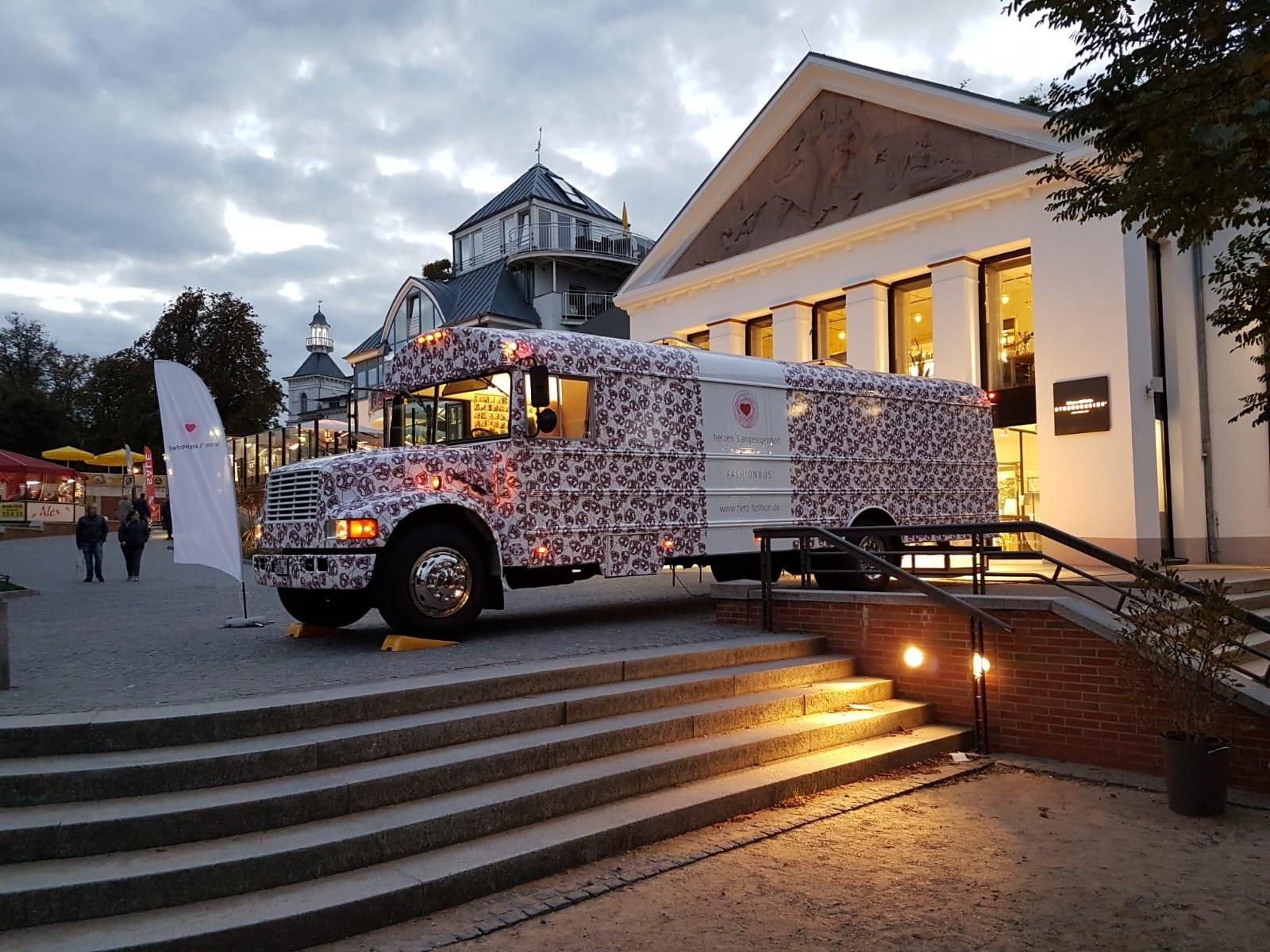 Fashion-Bus kommt in der Fashion Week zu Bogart