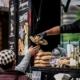 Street Food Market Perg - Essensausgabe aus Food Truck